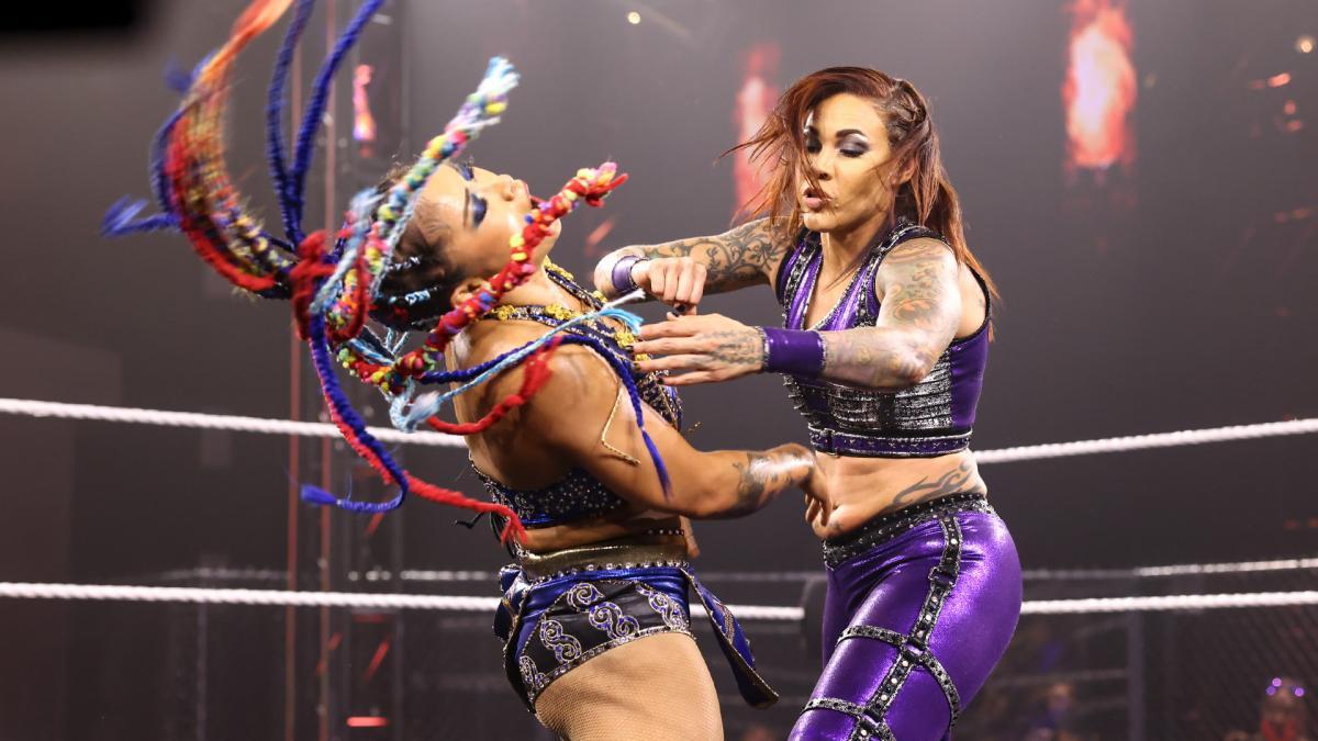 WWE·德式后抛加旋风腿! 李霞接管大赛首胜